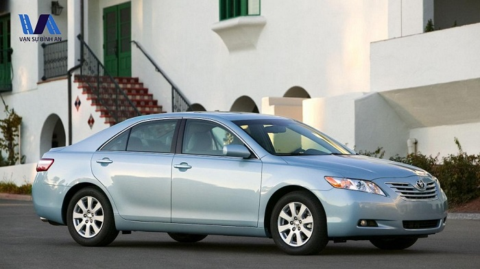 thue-xe-4-cho-toyota-camry