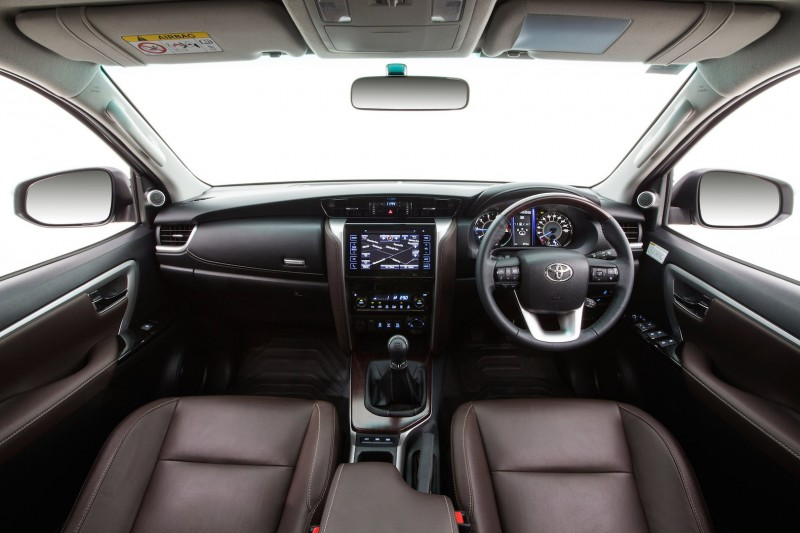 noi-that-xe-7-cho-toyota-fortuner-1