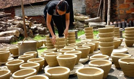 Làng gốm cổ truyền Bát Tràng - Hà Nội