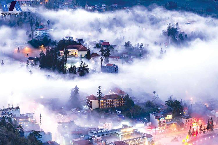 Sapa đầu đông mờ ảo trong sương